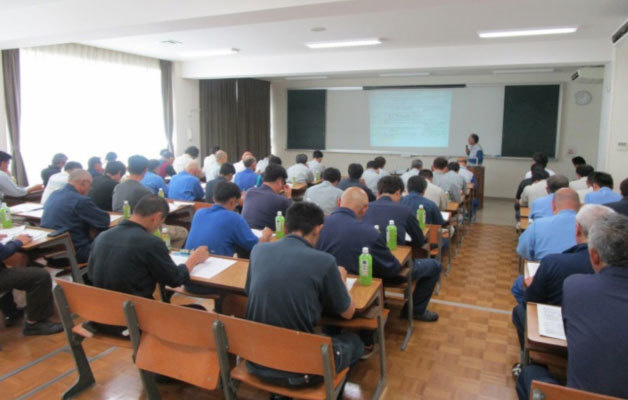 A training session aimed at preventing oil leaks