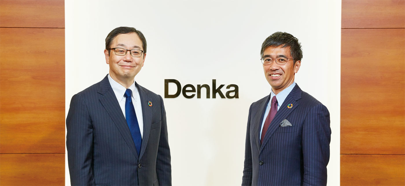 President Yamamoto (at left) and Professor Kanie at Denka's Head Office in June 2019